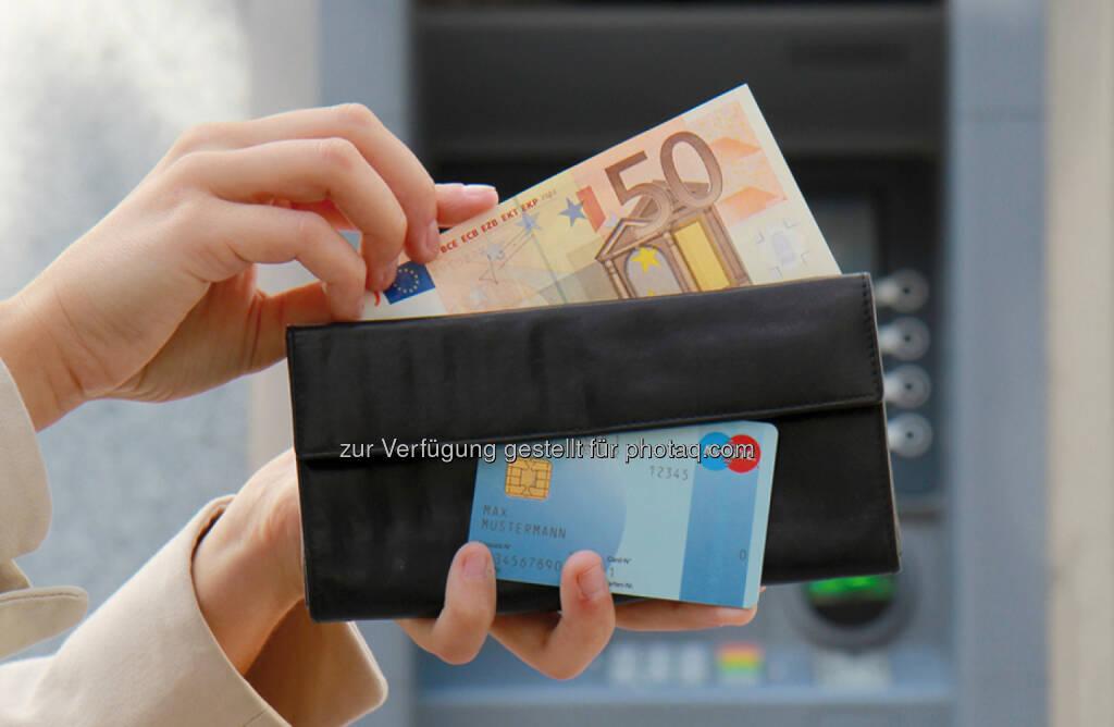 Bargeld und Bankomatkarte, © OeNB (25.05.2014)