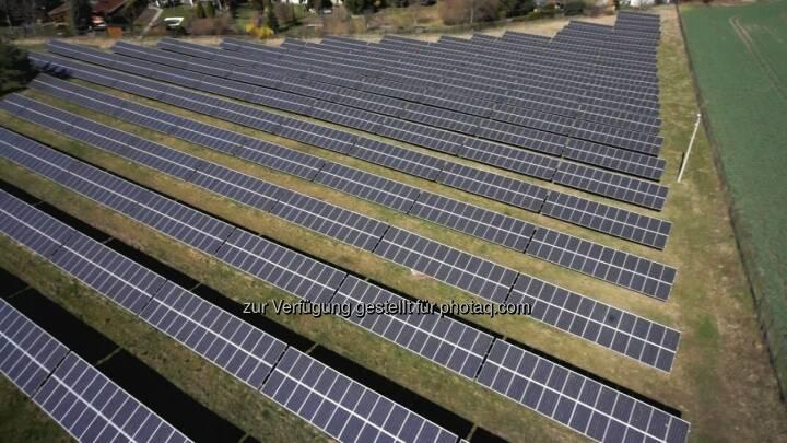 Sonneninvest treibt die Energiewende voran - erstes Crowdfunding eines Solarparks über Econeers, Luftaufnahme des Solarparks Langenbogen (Bild: Sonneninvest AG)