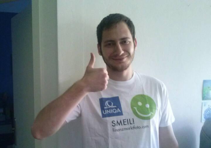 Daumen hoch Uniqa Smeil Peter Grebien  (Foto: Daniel Koinegg), Shirt in der Uniqa Kollektion