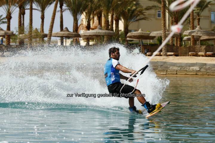 Reno Romeu (BRA) wake boarding, Red Sea Kitesurf World Cup (28. Mai bis zum 1. Juni ) in Soma Bay (Bild: Hoch Zwei / Juergen Tap)