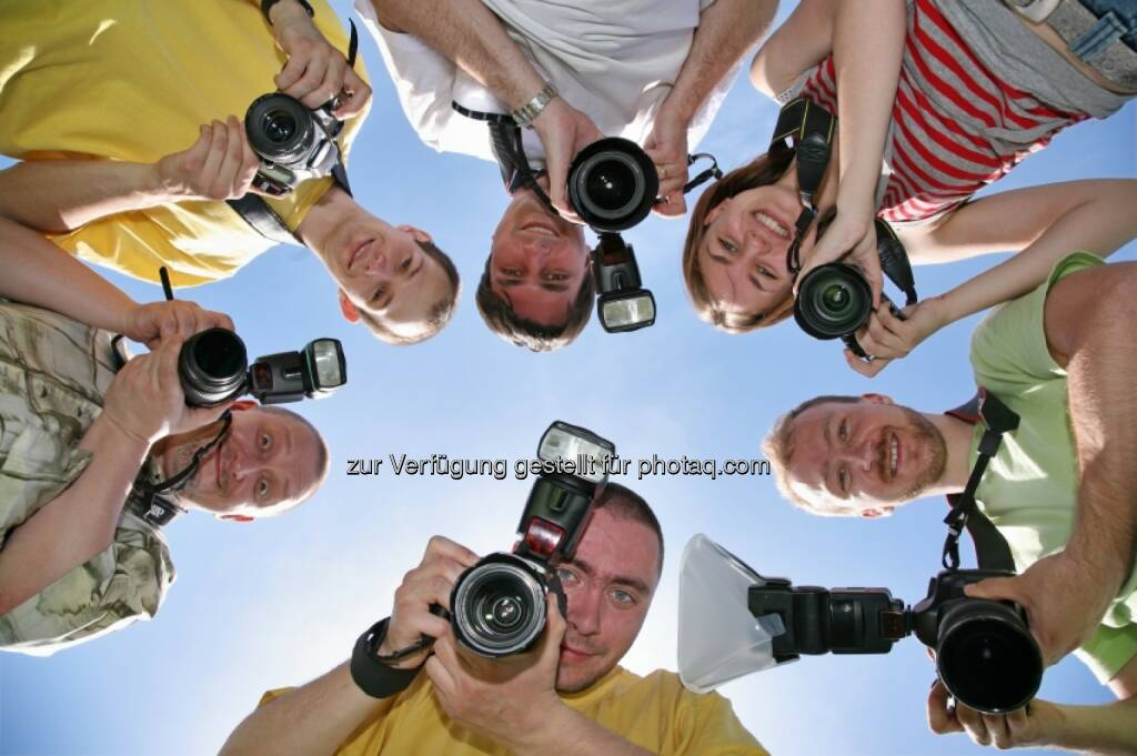 Kamera, Foto - Six friends with cameras, www.fotoschnitzeljagd.at, Presseaussendung (01.06.2014)