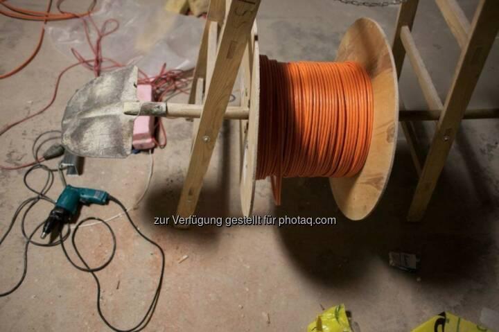 Unsere Bauarbeiter sind erfinderisch, so lässt sich das Kabel viel leichter verlegen