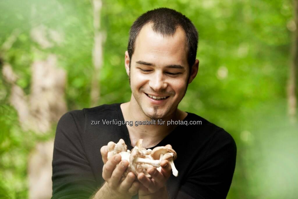 Mark Stüttler, Mykologe und Gründer der Mushroom Production Center GmbH:  Unter der Marke Tyroler Glückspilze® werden hochwertige Bio Pilzprodukte entwickelt und vermarktet. Für weitere Schritte sammelt das Unternehmen Geld über die Crowdinvesting-Plattform Green Rocket. Credit: Mushroom Production Center GmbH (02.06.2014)
