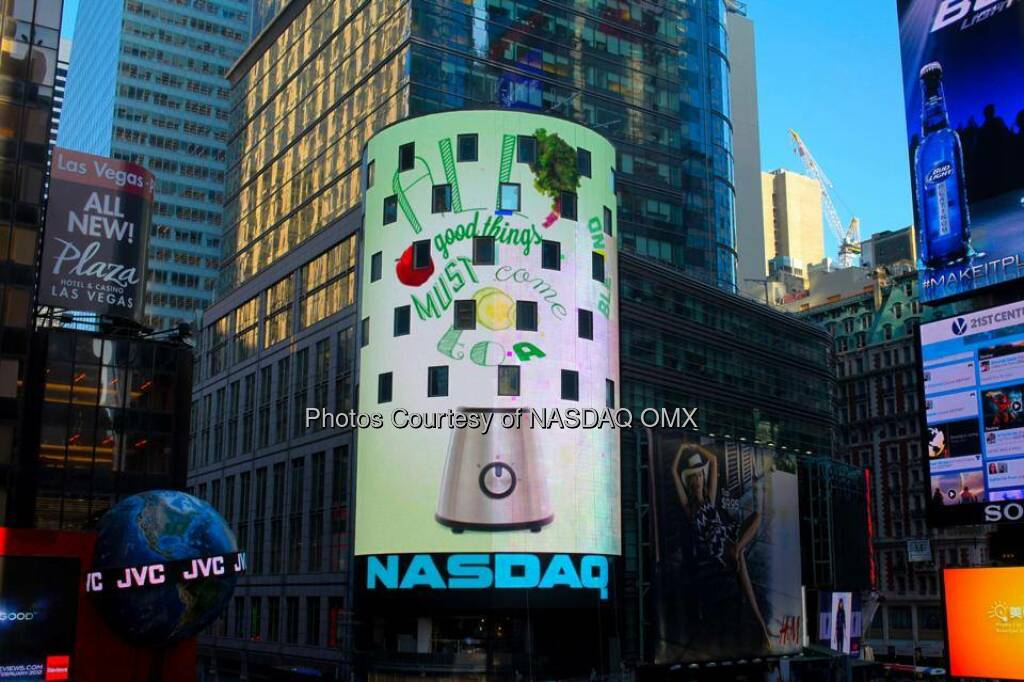 Jamba Juice takes over the Nasdaq tower to celebrate it's new juices  Source: http://facebook.com/NASDAQ (03.06.2014)