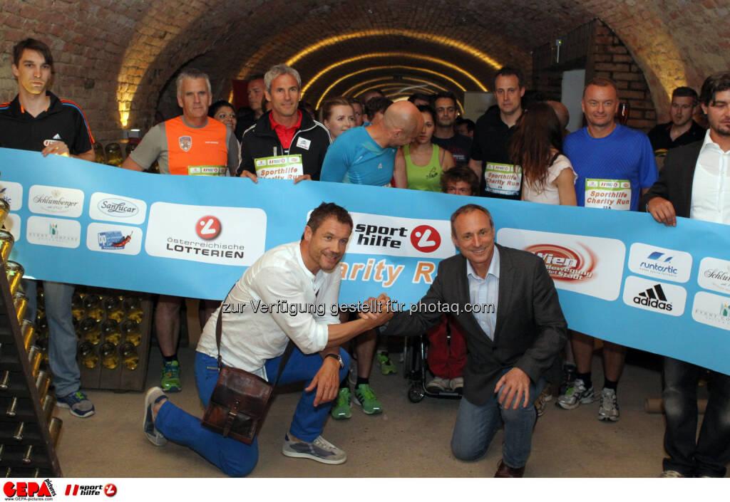 Teilnehmer beim Start mit Armin Assinger und Anton Schutti (Sporthilfe). Foto: GEPA pictures/ Philipp Brem (04.06.2014)