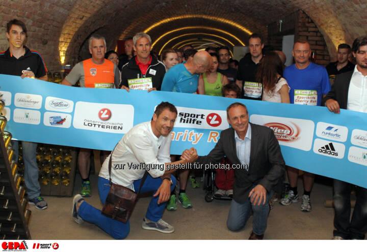 Teilnehmer beim Start mit Armin Assinger und Anton Schutti (Sporthilfe). Foto: GEPA pictures/ Philipp Brem