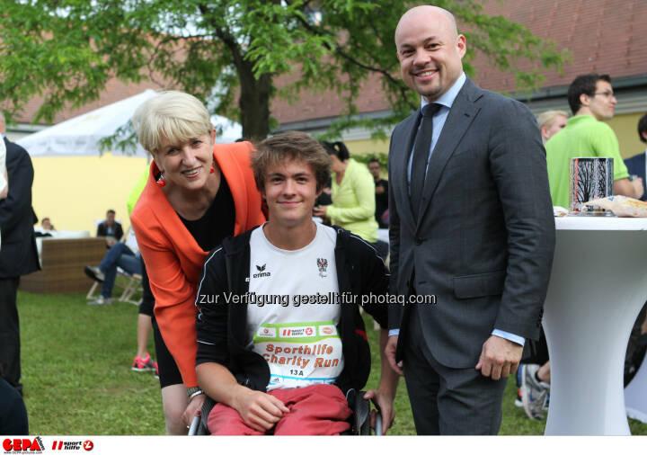 Praesidentin Maria Rauch Kallat (OEPC), Nico Langmann (AUT) und einen Gast. Foto: GEPA pictures/ Philipp Brem
