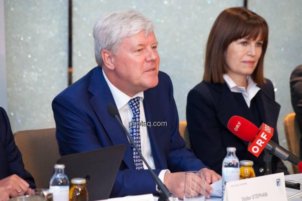 Walter A. Stephan (CEO FACC), Birgit Kuras (Börse Wien), © photaq/Michi Mejta (04.06.2014)