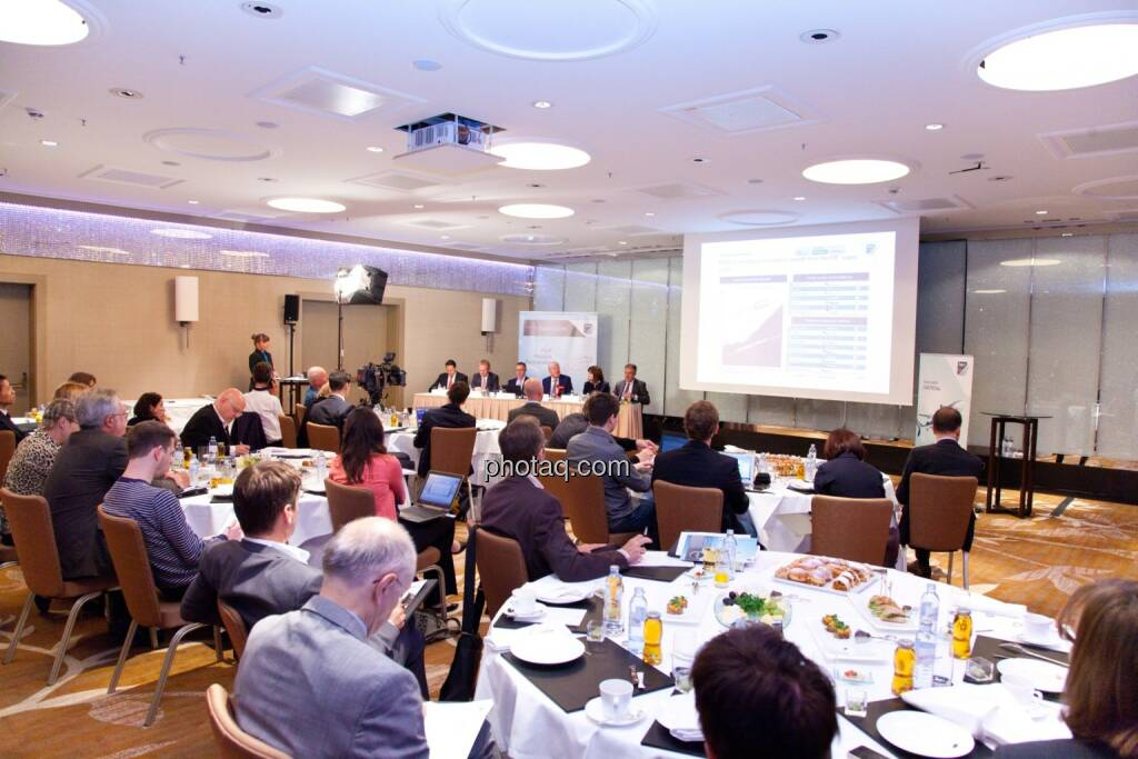 Stefan Weiner (JP Morgan), Andreas Schoberleitner (COO FACC), Robert Machtlinger (COO FACC),  Walter A. Stephan (CEO FACC), Birgit Kuras (Börse Wien), Friedrich Mostböck (Erste Group) , © photaq/Michi Mejta (04.06.2014)