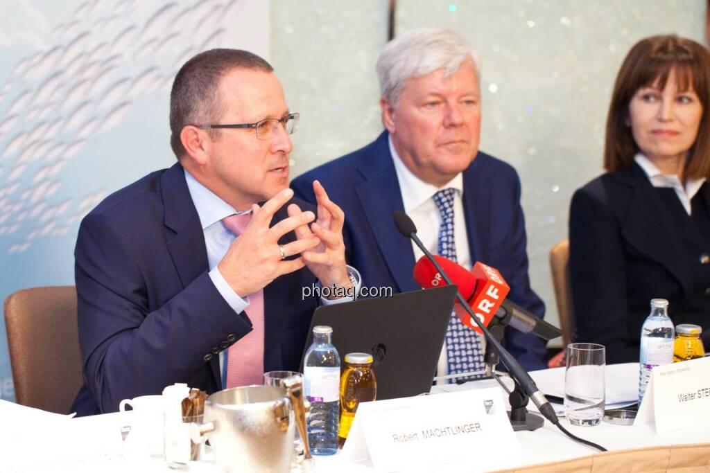 Robert Machtlinger (COO FACC),  Walter A. Stephan (CEO FACC), Birgit Kuras (Börse Wien), © photaq/Michi Mejta (04.06.2014)