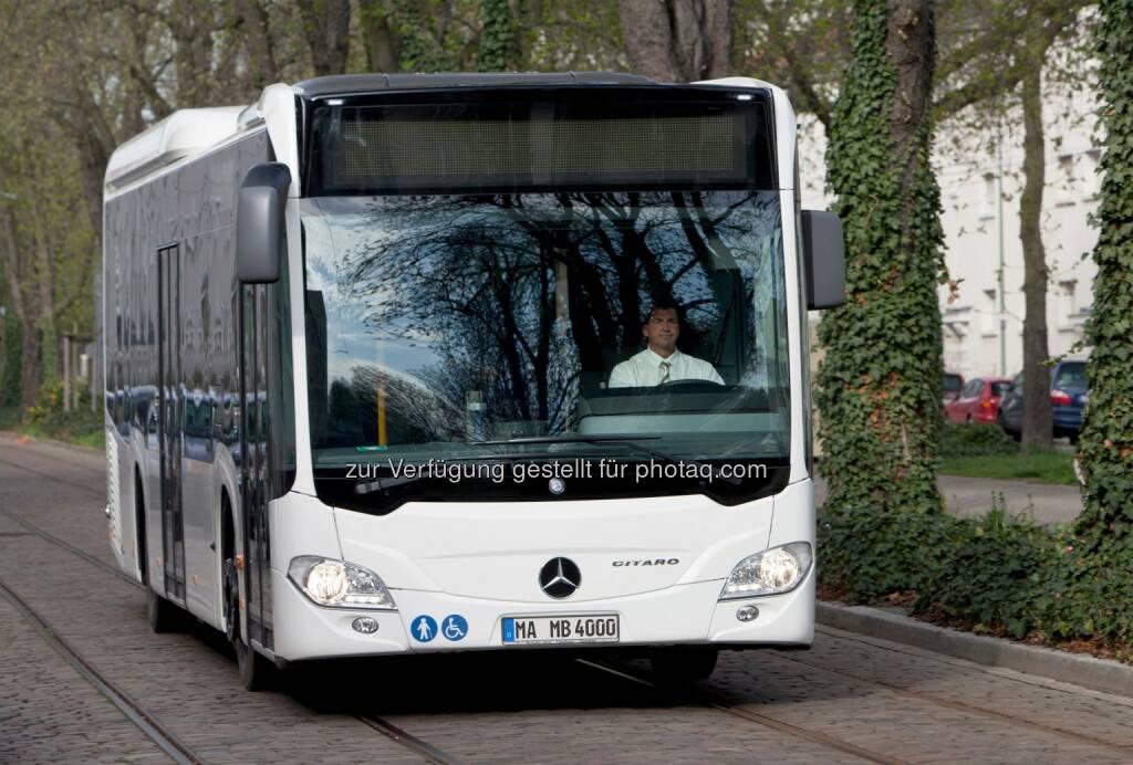 Daimler: Die RATP-Gruppe, die den öffentlichen Nahverkehr des Großraums Paris bedient, modernisiert ihre Fahrzeugflotte mit Bussen von Mercedes-Benz. Nach einer europaweiten Ausschreibung schlossen Daimler Buses und die RATP-Gruppe eine Rahmenvereinbarung über 199 Fahrzeuge. Die Lieferung der ersten Fahrzeuge ist für dieses Jahr vorgesehen. Bis 2015 sollen von der RATP-Gruppe alle Busse übernommen werden. Im Bild: Mercedes-Benz Citaro (05.06.2014)
