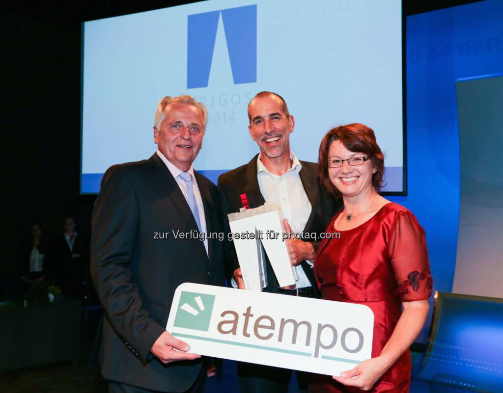 atempo GmbH: atempo gewinnt Preis für Social Entrepreneurship: Sozialminister Rudolf Hundstorfer gratuliert den atempo-Geschäftsführern Klaus Candussi und Walburga Fröhlich zum Trigos Award 2014 für Social Entrepreneurship. , © Aussendung (05.06.2014)