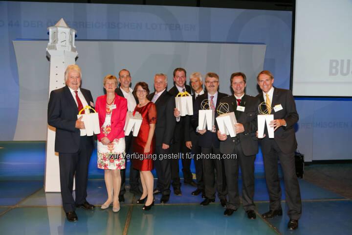 Trigos Gewinner 2014: Gerhard Prinz (Croma-Pharma), Gabriela Sonnleitner (Licht für die Welt), Klaus Candussi & Walburga Fröhlich (atempo), BM Rudolf Hundstorfer, Stephan Kropf (Fundraising Verband Austria), Robert Kögl (Microsoft Österreich), Hermann Lindner (Traktorenwerk Lindner), Gerald Dunst (Sonnenerde), Walter Wiedenbauer (Sto)