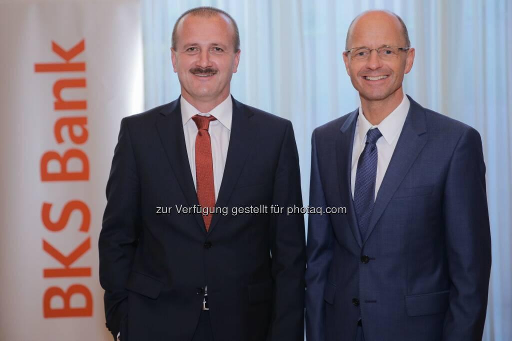 BKS Bank AG: Buy - Hold - Sell? Fondsmanager Alois Wögerbauer (links) mit BKS Bank-Vorstandsmitglied Wolfgang Mandl im Casineum Baden.  (05.06.2014)