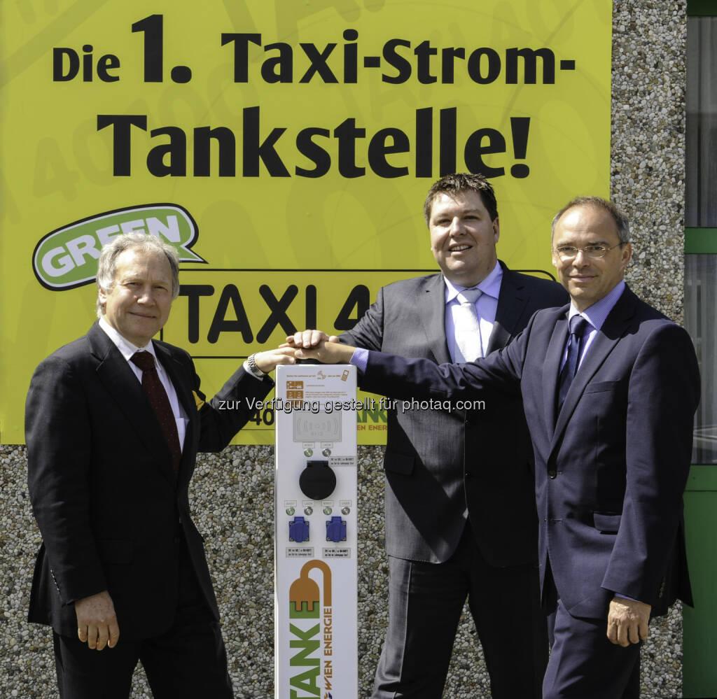 Erste Taxi-Stromtankstelle Wien eröffnet mit dem GF von Taxi 40100 Martin Hartmann, GF Wolfgang Baumgartner der Schrack Technik und Thomas Pucharski von Wien Energie   (05.06.2014)