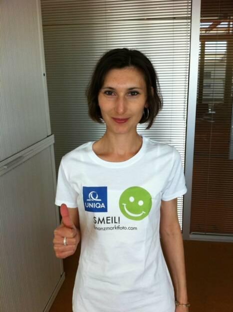 Baader Bank Smeil: Susanne Stickler, Shirt in der Uniqa Kollektion (08.06.2014)