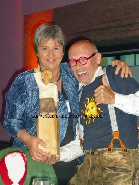 """Franchise-Beraterin Waltraud Martius (Syncon) und Hannes Gutmann (Sonnentor) feierten den Gewinn des """"Green Franchise Award"""" in München (Bild: Syncon) (10.06.2014)"""
