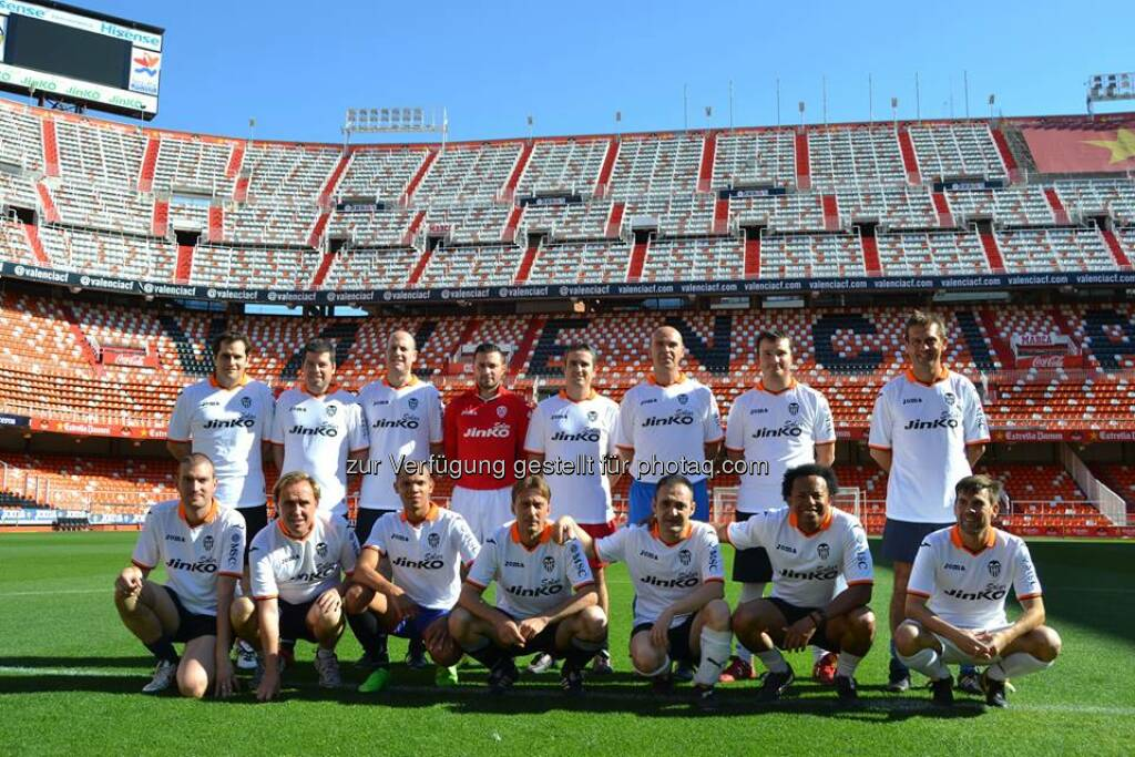 Jinko: Our customers playing football in the stadium of ValenciaCF - what a fun day!  Source: http://facebook.com/439664686151652 (11.06.2014)