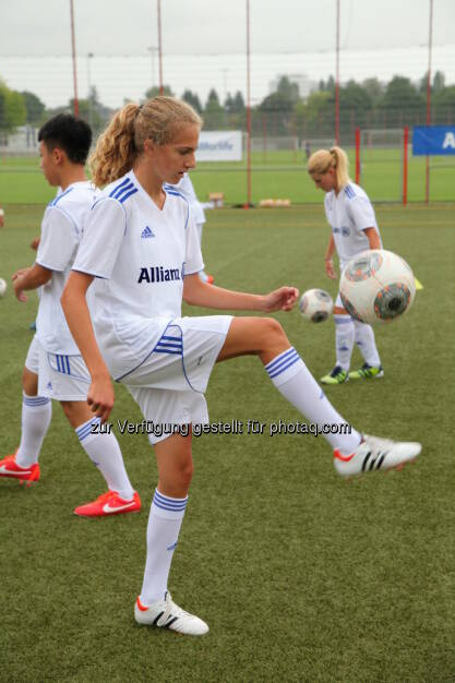 Puls 4 und Allianz suchen junge Kicker für das Allianz Football Camp am Trainingsgelände des FC Bayern München, Mädchen, Gaberln, Fussball (Bild: Allianz) (11.06.2014)