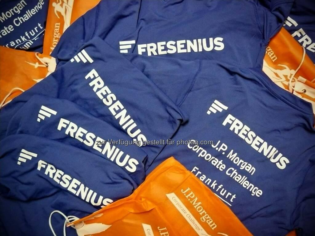 Das Team Fresenius wird heute Abend zum 22. Mal beim J.P. Morgan Corporate Challenge: Frankfurt dabei sein. Die Kisten sind gepackt. 500 Kollegen laufen mit. Auf die blauen T-Shirts achten!  Source: http://facebook.com/fresenius.group, © Fresenius AG (Homepage) (12.06.2014)