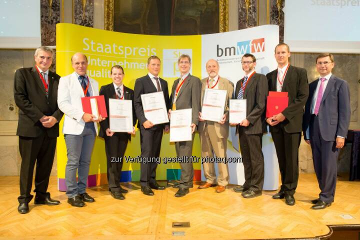 qualityaustria Winners' Conference: Staatspreisträger und Kategoriesieger, v.l.n.r.: Konrad Scheiber, CEO Quality Austria; Gerd Hartinger, GF GGZ; Martin Orehovec, Qualitäts- und Projektmanagement GGZ; Martin Lackner, GF 10hoch4 Photovoltaik GmbH; Hannes Mikosch, General Manager der Businessunit H, Magna Steyr Fahrzeugtechnik AG & Co KG Contract Manufacturing Mini Countryman und Mini Paceman; Johannes Gschwandtner, GF technosert electronic GmbH; Jürgen Freynhofer, Quality Management technosert electronic GmbH; Martin Egginger, Business Development Officer technosert electronic GmbH; Martin Janda, Wirtschaftsministerium.
