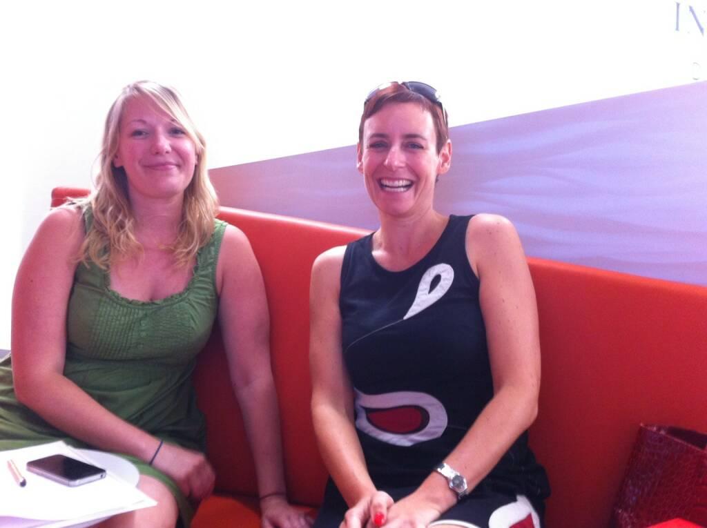 Mit Bettina Wimmer und Andrea Hansal von der ING-DiBa Direktbank Austria beim Besprechen eines Running Gags für Runplugged (13.06.2014)