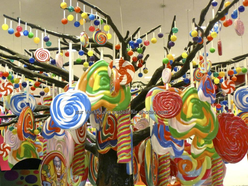 Susanne Lederer, Börse-Sachverständige: Krise hin oder her - mein Fazit aus 2012: Das Leben ist bunt wie dieser Candystore in Dubai und bietet unendliche Fülle - wir brauchen nur hinzusehen und zuzugreifen. Also Augen auf für ein tolles 2013!, © beigestellt (31.12.2012)