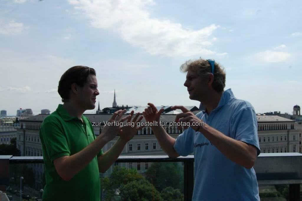 Finger, Diskussion (Bild: ambuzzador) (15.06.2014)