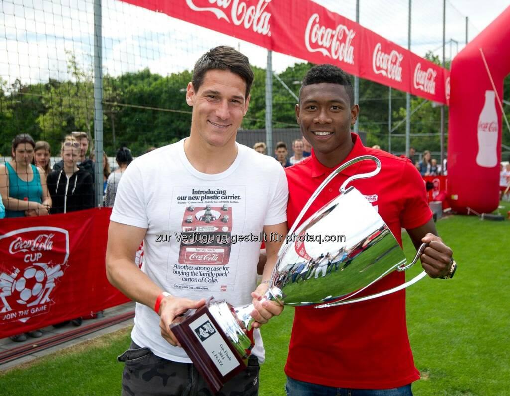 David Alaba und Helge Payer mit dem Coca-Cola CUP, Coca-Cola Cup, Bundesfinale. Foto: GEPA pictures/ Martin Hoermandinger, © Gepa (16.06.2014)