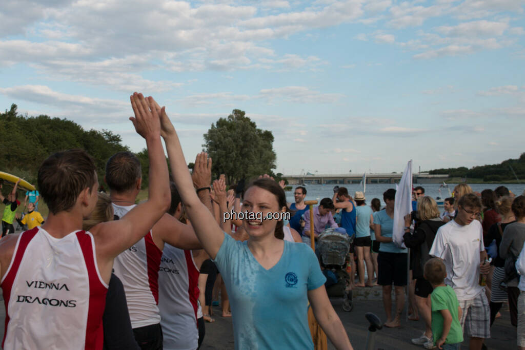 Yes, Hands  http://www.drachenboot.at (16.06.2014)