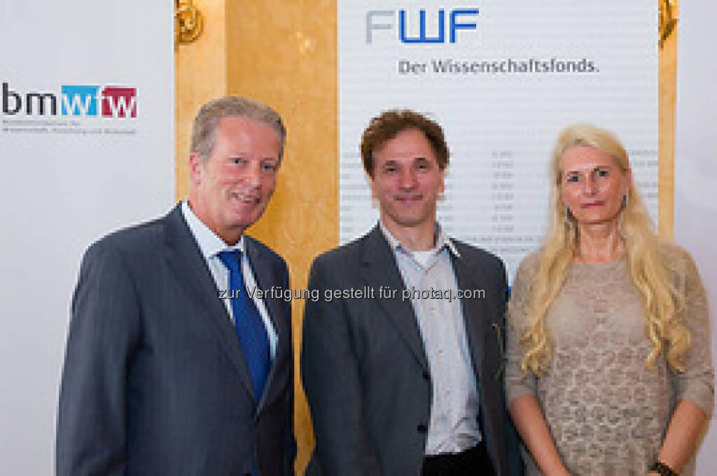 Wissenschaftsminister Reinhold Mitterlehner und FWF-Präsidentin Pascale Ehrenfreund mit Wittgenstein-Preisträger Josef Penninger, © Aussendung (17.06.2014)