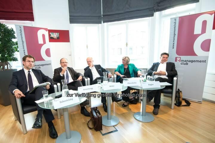 management club: mc-quergeredet: Das Budget steht - eine Bewertung, Im Bild vl.n.r.: Andreas Zakostelsky (ÖVP, Finanzsprecher), Christian Keuschnigg (IHS, Direktor), Moderation: Andreas Weber (Format, Chefredakteur) Martha Oberndorfer (ÖBFA, Geschäftsführerin) und Werner Kogler (Die Grünen, Finanzsprecher).