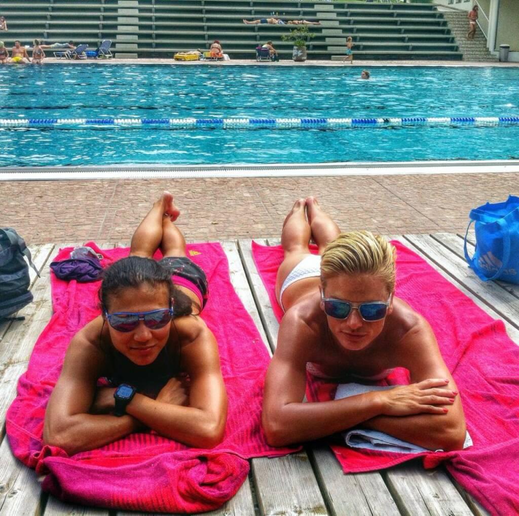 Sommer, Pool,  Relax, Baden - Annabelle Mary Konczer, Elisabeth Niedereder, siehe auch http://finanzmarktfoto.at/page/index/1190 (20.06.2014)