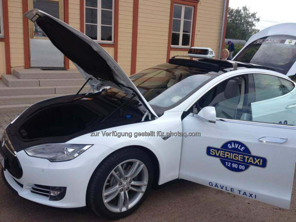 Tesla: Need a lift? We recently opened our store in Stockholm, and now Sweden has its first Tesla taxi.  Source: http://facebook.com/teslamotors (23.06.2014)