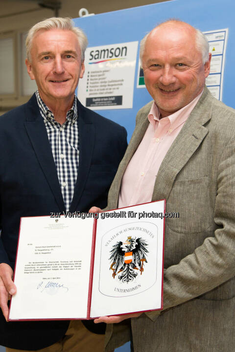 Mitgesellschafter Franz Harreither (l.) und Gerhard Aichhorn, Eigentümer und Geschäftsführer Samson Druck: Samson Druck mit dem Österreichischen Staatswappen ausgezeichnet