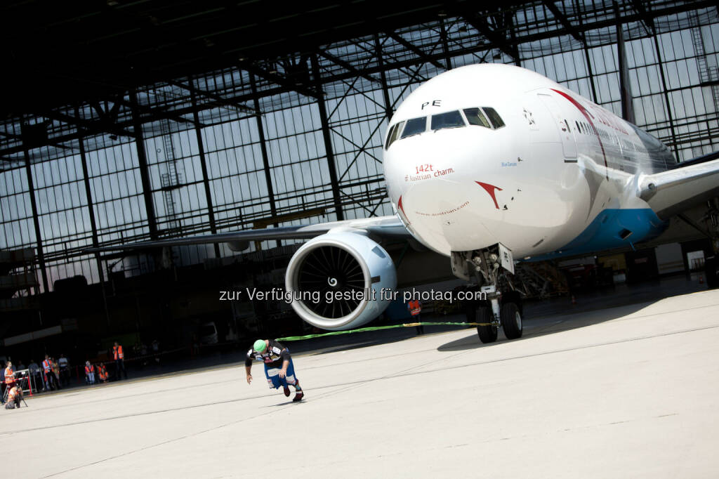 """""""Austrian Rock"""" (Franz Müllner) zog Boeing 777 mit 142 Tonnen, neuer Weltrekord (Foto: Michèle Pauty) (23.06.2014)"""