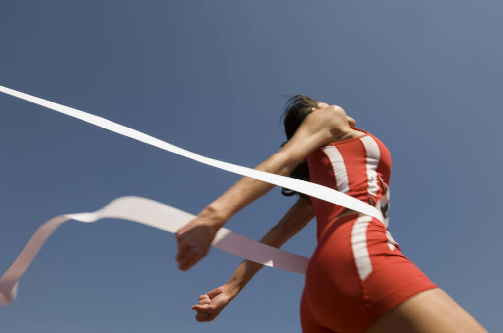 Ziel, Sieg, Rang 1, Band - http://www.shutterstock.com/de/pic-150366119/stock-photo-low-angle-view-of-young-female-athlete-crossing-finish-line-against-clear-blue-sky.html  (Bild: shutterstock.com) (24.06.2014)