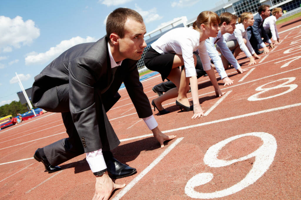 Business Startup Start http://www.shutterstock.com/de/pic-56110372/stock-photo-row-of-business-people-getting-ready-for-race.html (Bild: shutterstock.com) (24.06.2014)