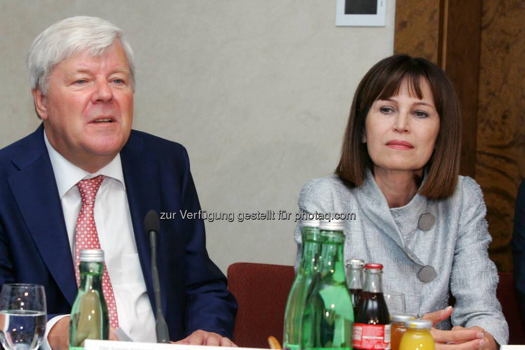 Walter Stephan (Vorstandsvorsitzender, FACC), Birgit Kuras (Mitglied des Vorstandes, Wiener Börse) (Bild: Peter Hautzinger) (24.06.2014)