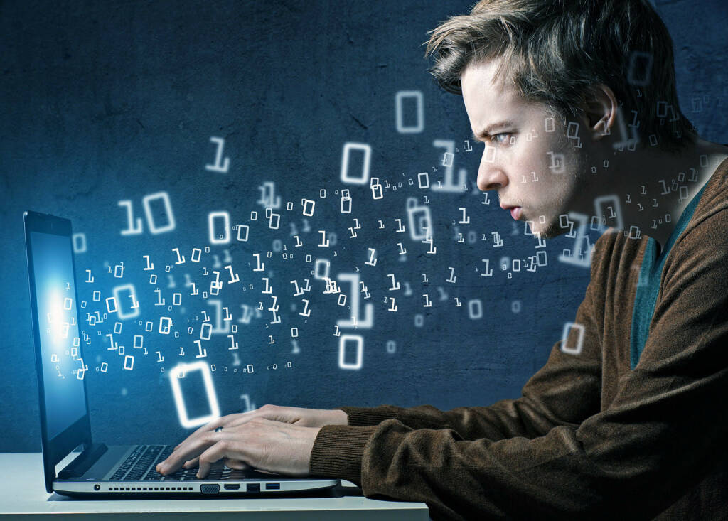 Hacker, Programmieren, Code, Binär, Notebook http://www.shutterstock.com/de/pic-197334071/stock-photo-the-hacker.html (24.06.2014)