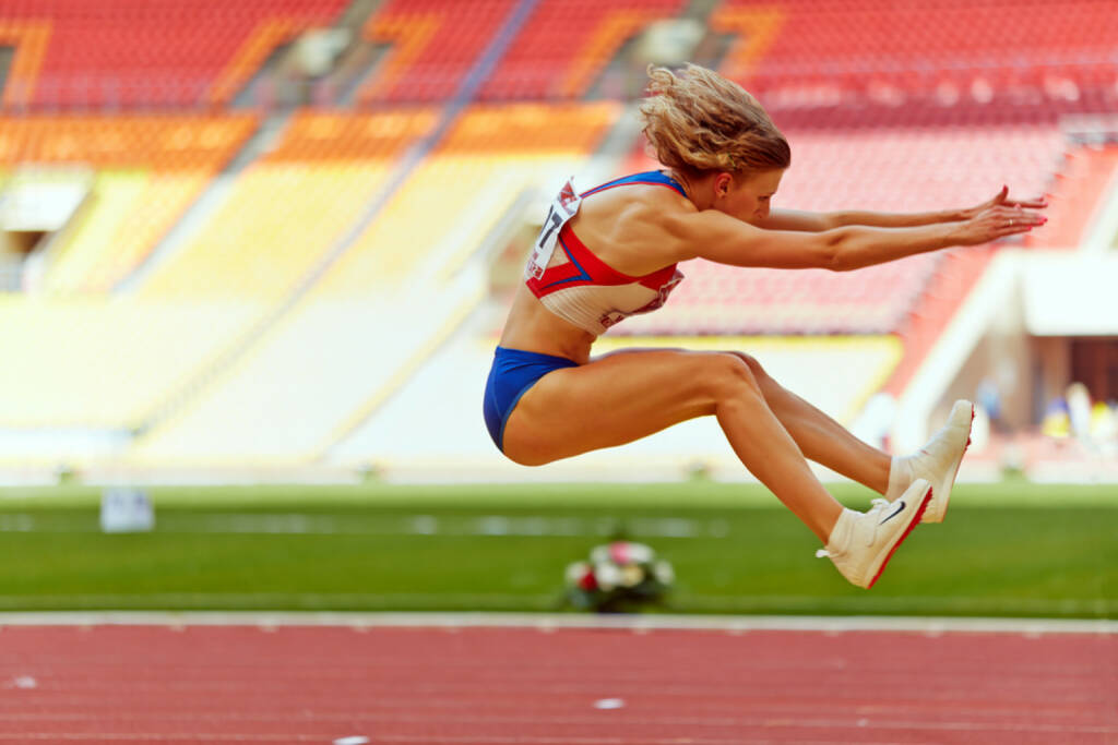 Weit, Landung, Weitsprung, nach vorne - http://www.shutterstock.com/de/pic-137773331/stock-photo-moscow-jun-female-athlete-makes-long-jump-at-grand-sports-arena-of-luzhniki-oc-during.html (c)  Pavel L Photo and Video (24.06.2014)
