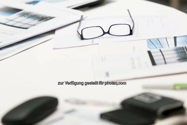 Brille, Unterlagen, Schreibtisch