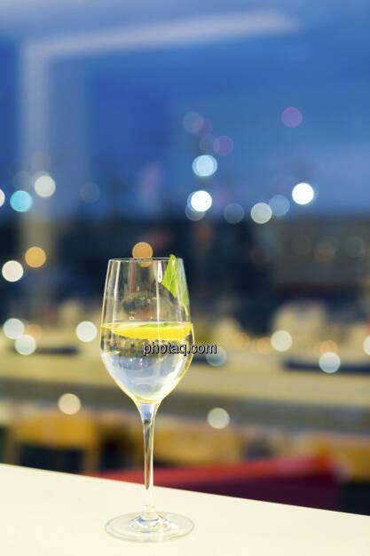 Weinglas, Baukran, S Immo, © Martina Draper (15.12.2012)