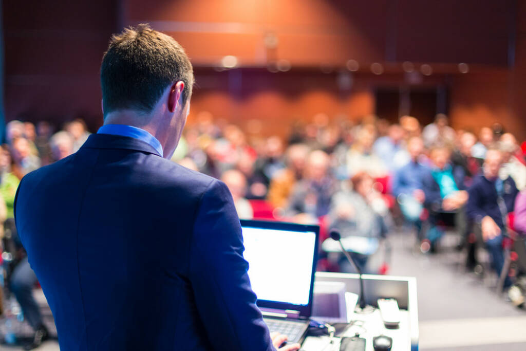 Vortrag, Präsentation, Roadshow - http://www.shutterstock.com/de/pic-193539209/stock-photo-speaker-at-business-conference-and-presentation-audience-at-the-conference-hall.html  (Bild: shutterstock.com) (25.06.2014)