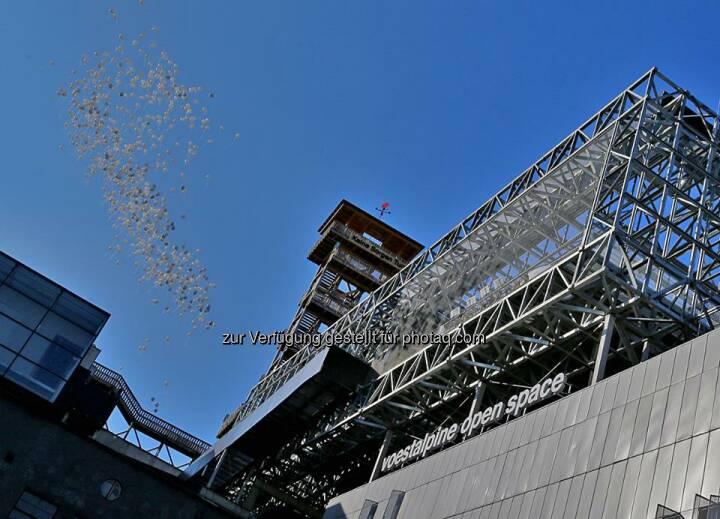 voestalpine - Eröffnung des Höhenrausch 2014 am 26. Juni 2014. Das Highlight ist dieses Jahr der voestalpine open space: der neue Kunst- und Erlebnisraum hoch über den Dächern von #Linz! http://bit.ly/1qNhLl2  Source: http://facebook.com/voestalpine