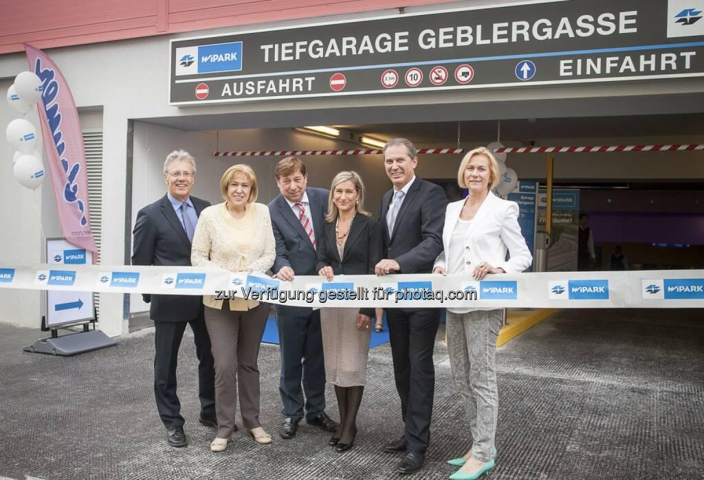 Wipark Garagen GmbH: Neue Wipark-Garage Geblergasse eröffnet Im Bild v.l.n.r.:  Albin Hahn (Finanzvorstand Josef Manner & Comp AG), Dr. Ilse Pfeffer (Bezirksvorsteherin Hernals),  Kurt Stürzenbecher (Gemeinderat), Monika Unterholzner (kaufm. Geschäftsführerin Wipark Garagen), Werner Böhm (techn. Geschäftsführer Wipark Garagen), Gabriele Domschitz (Vorstandsdirektorin Wiener Stadtwerke Holding AG) (30.06.2014)