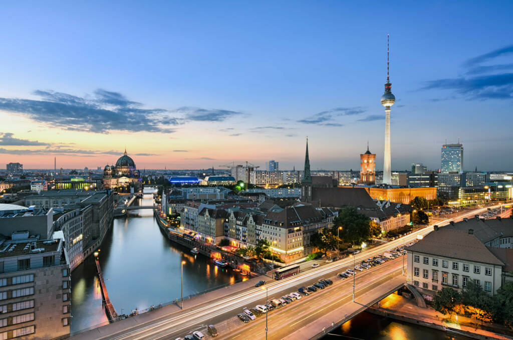 Skyline Berlin, Sonnenaufgang, http://www.shutterstock.com/de/pic-161067611/stock-photo-berlin-skyline-panorama-during-sunset-germany.html (Bild: www.shutterstock.com) (30.06.2014)