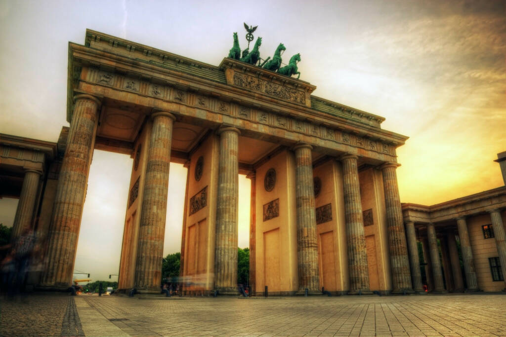 Brandenburger Tor in Berlin, Sonnenaufgang, http://www.shutterstock.com/de/pic-152392631/stock-photo-brandenburg-gate-german-brandenburger-tor-in-berlin-germany-sunset-with-beautiful-sunbeams.html (Bild: www.shutterstock.com) (30.06.2014)