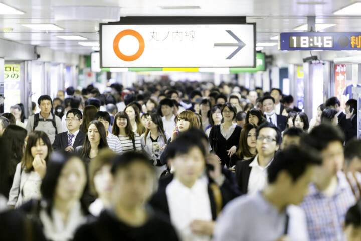 Tokyo, Menschen, Menschenmassen, http://www.shutterstock.com/de/pic-195147203/stock-photo-tokyo-japan-circa-may-passengers-hurry-at-ikebukuro-station-in-tokyo-japan-ikebukuru-is.html