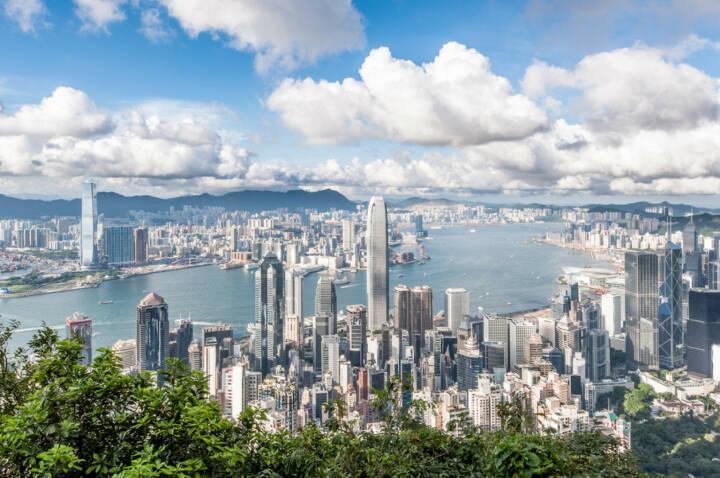 Hongkong, http://www.shutterstock.com/de/pic-110489444/stock-photo-hong-kong-victoria-harbor-with-blue-sky.html